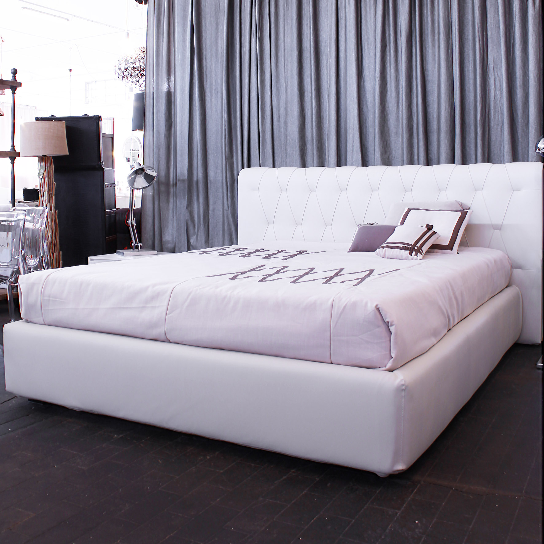http://www.outletarredamentodesign.it/wp-content/uploads/2015/05/letto-bianco-2.jpg